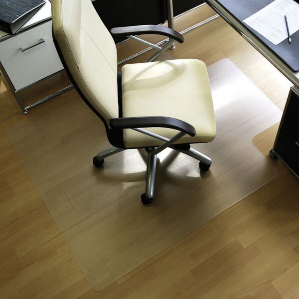 natte de protection pour le sol roll o grip tapis en plastique transparent pour les sols durs. Black Bedroom Furniture Sets. Home Design Ideas