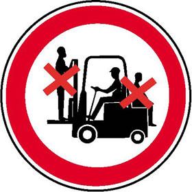 Verbotsschild auf Bogen Mitfahren auf Gabelstapler verboten