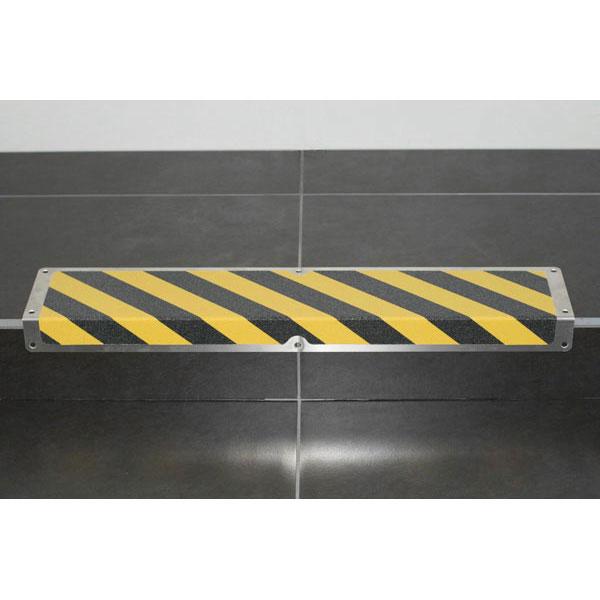 antirutsch treppenkantenprofil gelb schwarz zum verschrauben rutschemmung r 13. Black Bedroom Furniture Sets. Home Design Ideas